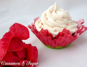 Wedded Blitz Martini and Cupcakes-2
