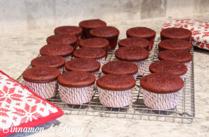 Lucy's Scarlett O'Hara Cupcakes-5543